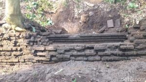 Warga Blitar Temukan Struktur Bata Kuno di Pesawahan