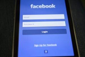 Facebook Donald Trump masih diblokir, dalam proses pengkajian (NET)