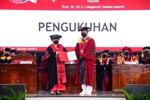 Universitas Pertahanan Kukuhan Megawati Soekarnoputri sebagai Guru Besar Tidak Tetap