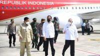 Prabowo Subianto temani Presiden Jokowi Tinjau Vaksinasi dan Peresmian Tol di Kaltim