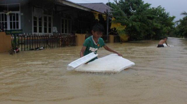 Kota Padang diterjang banjir (net)
